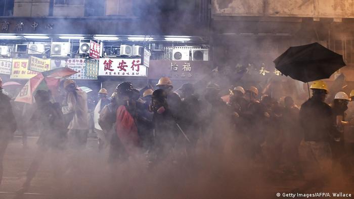 Hongkong Proteste Tränengaseinsatz (Getty Images/AFP/A. Wallace)