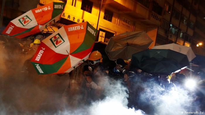 Hongkong Proteste Tränengaseinsatz (Reuters/E. Su)