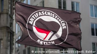 Antifa flag (picture-alliance/ZUMAPRESS.com/S. Babbar)