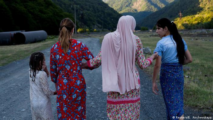 Mariam Kebadze and her cousins walking along the Alazani river (Reuters/E. Anchevskaya)