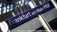Schild Frankfurt am Main Hbf