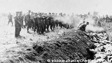 Deutsche Einsatztruppen paramilitärische Todesschwadronen ermorden Juden in der Ukraine in der Schlucht Babi Yar, Juli-September 1941