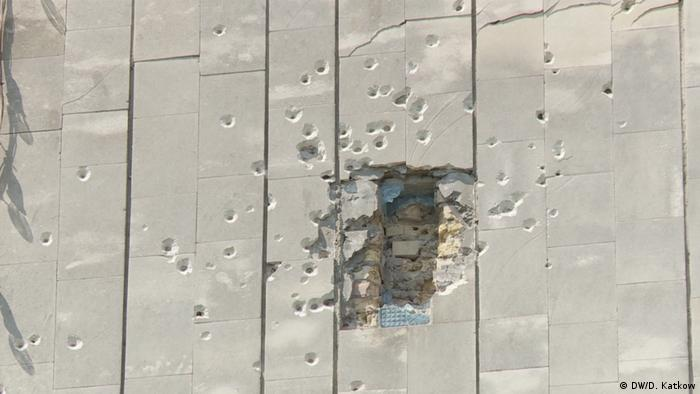 A large hole from a projectile in a wall in Pripyat (DW/D. Katkow)