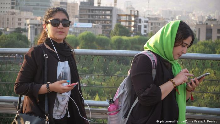 سردبیر اعتماد میگوید مسئولان جمهوری اسلامی هر چه در توانشان بود به کار بردند تا جلوی بیحجابی را بگیرند و حجاب را ترویج دهند اما نشد، یعنی بیش از این نشد.
