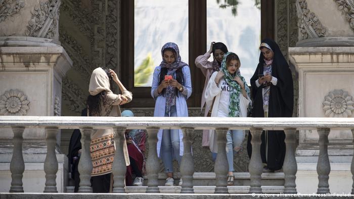 بخشی از این مبارزات بدون شک با نام مسیح علینژاد گره خورده است. موسی غضنفرآبادی رئیس دادگاههای انقلاب اعلام کرده است که هر کسی که فیلم و عکس برای مسیح علینژاد و چهارشنبههای سفید بفرستد بین یک تا ده سال مجازات زندان خواهد داشت.