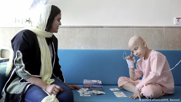طاها شکوری و مادرش در بیمارستان محک تهران