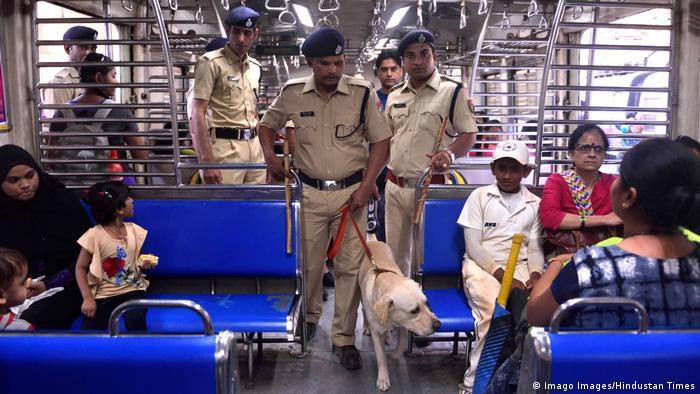 BG Sicherheit im Bahnhof   Mumbai, Indien (Imago Images/Hindustan Times)