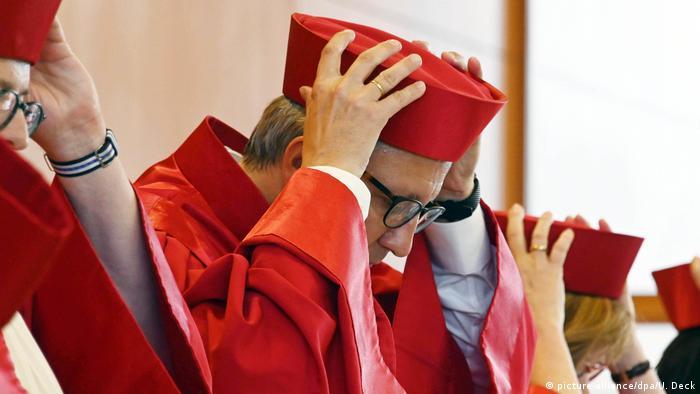 Suci Saveznog ustavnog suda i predsjednik Suda Andreas Voßkuhle u tradicionalnoj crvenoj odjeći