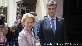 Kroatien Ursula von der Leyen und Andrej Plenkovic (picture-alliance/AP/D. Bandic)