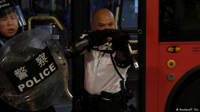Hongkong Polizeibeamte (Reuters/T. Siu)