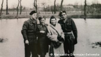 Oleńka w Maczkowie nad rzeką Ems (2. z prawej), 1946