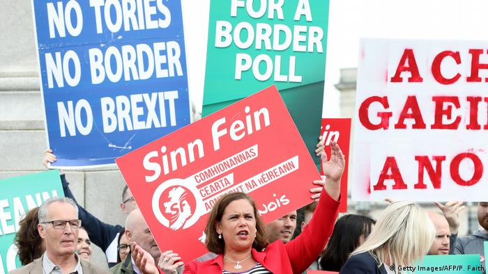 Sinn Fein President Mary Lou McDonald (C) speaks to the media after meeting Britain's Prime Minister Boris Johnson outside Stormont House, Belfast on July 31, 2019. (Getty Images/AFP/P. Faith)