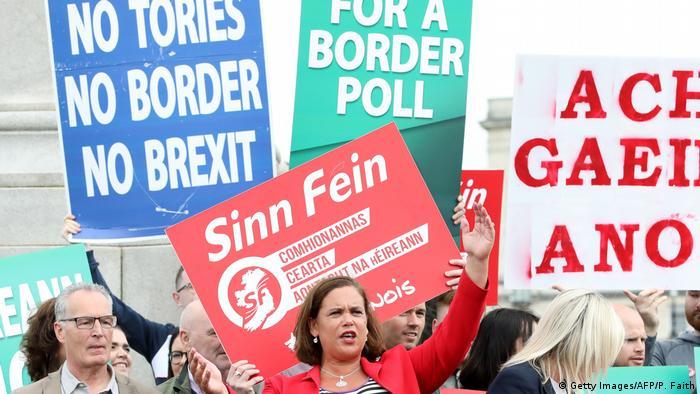 Großbritannien Boris Johnson in Belfast Proteste