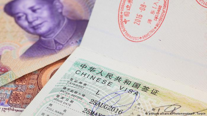 Symbolbild Chinese visa (picture-alliance/Photononstop/P. Turpin)