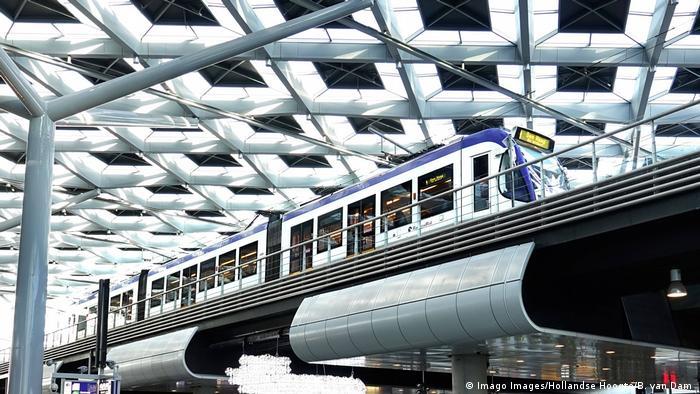BG Sicherheit im Bahnhof Den Haag (Imago Images/Hollandse Hoogte/B. van Dam )