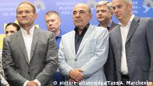 21.07.2019, Kiew: KIEV, UKRAINE - JULY 21, 2019: Viktor Medvedchuk and Vadim Rabinovich (L-R front), political council chairman and party co-chairman of the Opposition Platform - For Life respectively, give a briefing at the press centre during the snap election to the Ukrainian Verkhovna Rada. Anna Marchenko/TASS Foto: Anna Marchenko/TASS/dpa |
