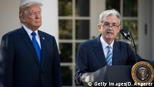 USA Jerome Powell Notenbankchef mit Trump vor dem Weißen Haus (Getty Images/D. Angerer)