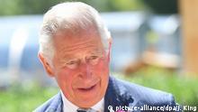 12.07.2019, Großbritannien, Cheltenham: Der britische Prinz Charles, Prinz von Wales, kommt bei der Jubiläumsfeier von dem Government Communications Headquarters an. Foto: Jacob King/PA Wire/dpa +++ dpa-Bildfunk +++