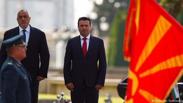 North Macedonia's Prime Minister Zoran Zaev and his Bulgarian counterpart Boyko Borissov (Reuters/O. Teofilovski)