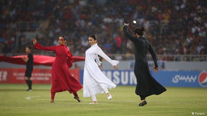 افتتاحیه مسابقات غرب آسیا در کربلا نه به خاطر فوتبال، بلکه به دلیل حضور بیحجاب زنان و رقص و موسیقی آنها جنجال برانگیخت