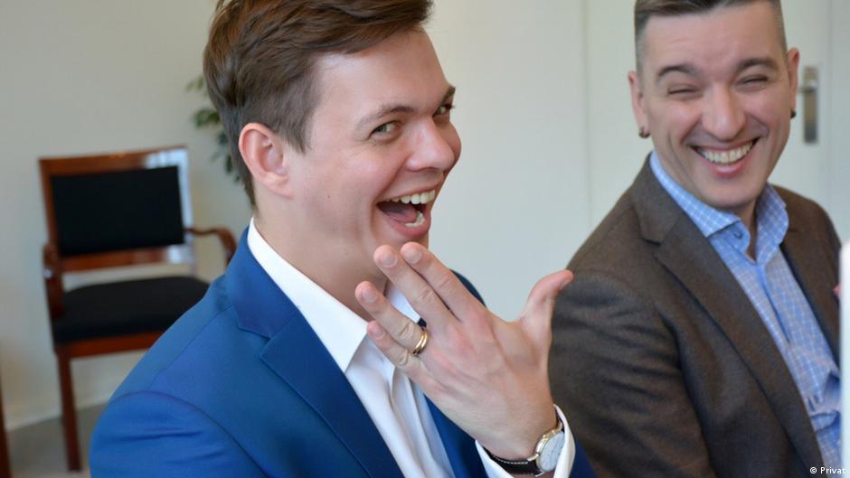 există suspiciunea că soțul este gay)