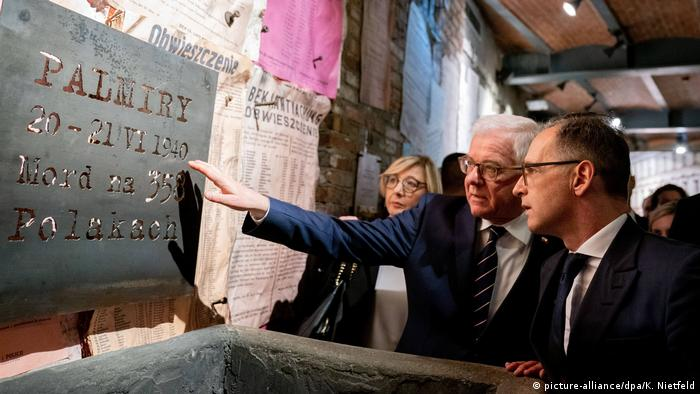 Heiko Maas and Jacek Czaputowicz visiting the museum for the Warsaw Uprising in Warsaw (picture-alliance/dpa/K. Nietfeld)