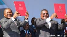 1.8.2019, Gorongosa, Provinz Sofala, Mosambik, Am 1.8.2019 haben der mosambikanische Präsident Filipe Nyusi (links) und der Führer der größten Oppositionspartei RENAMO, Ossufo Momade (rechts), in der Region Serra da Gorongosa im zentrum Mosambiks (Provinz Sofala) einen neuen Friedensvertrag unterzeichnet. Damit wollen sie die bewaffneten Feindseiligkeiten zwischen der RENAMO und der Regierung beenden.