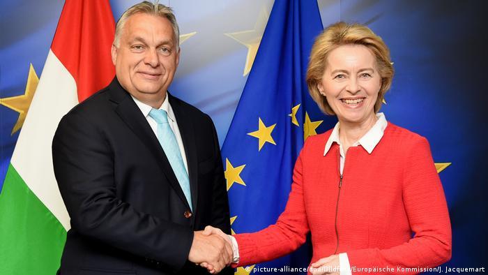 Von der Leyen wita premiera Orban w KE