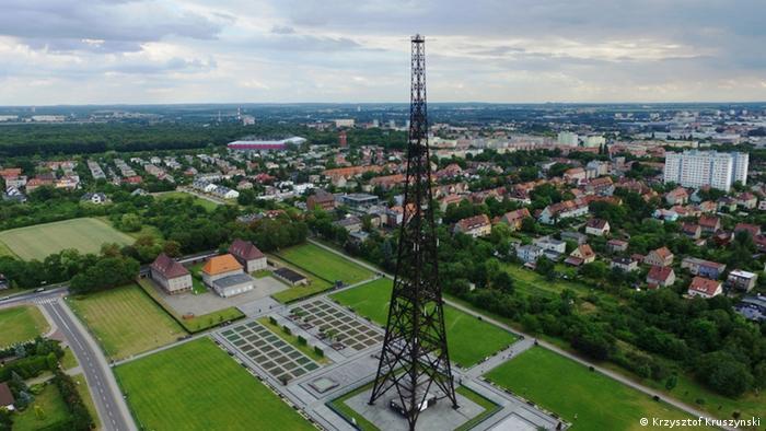 Vista aérea da torre de rádio em Gliwice, na Polônia
