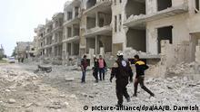 IDLIB, SYRIA - APRIL 08: Civil defence crews and locals conduct search and rescue works after a ballistic missile dropped near a school at the de-escalation zone 'Jisr al-Shughur district of Idlib, Syria on April 08, 2019. Baraa Darwish / Anadolu Agency | Keine Weitergabe an Wiederverkäufer.