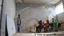 صورة من الأرشيف لمدرسة طالتها نار الحرب في إدلب