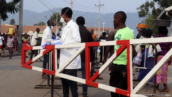 BG Ebola-Ausbruch im Kongo (picture-alliance/AP Photo/Stringer)