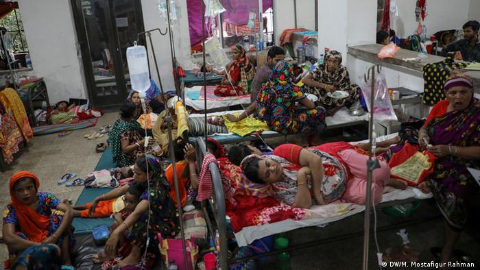 Bangladesch Dengue-Patienten im Krankenhaus von Dhaka (DW/M. Mostafigur Rahman )