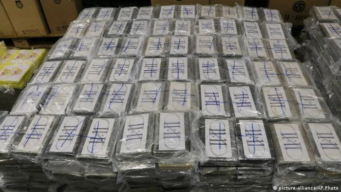 Cocaine seized in a shipment arriving to Hamburg from Uruguay (picture-alliance/AP Photo)