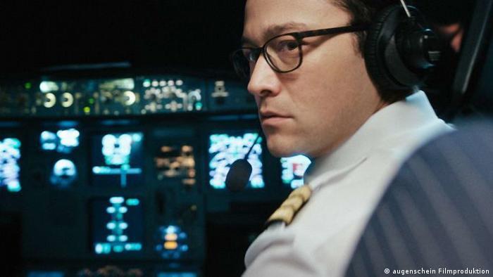 Pressebilder Filmfestival Locarno Szene aus 7500 mit Co-Piloten vorn in Flugzeugkanzel