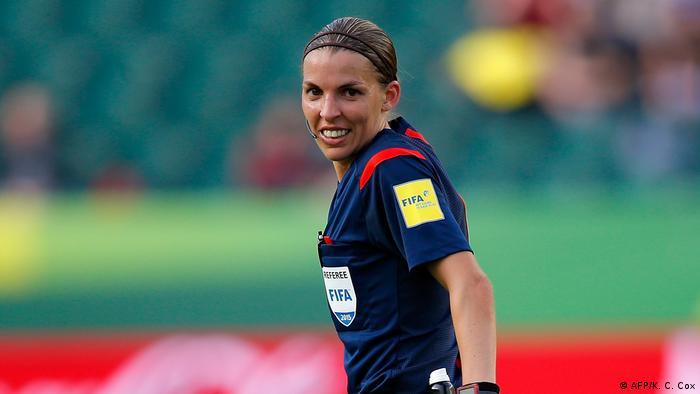 UEFA'nın İstanbul'daki Erkekler Süper Kupa Finali'ni Fransız Stephanie Frappart yönetecek.