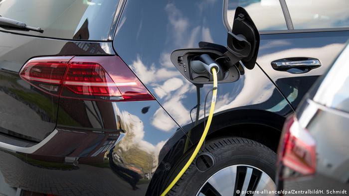 Volkswagen podczas ładowania akumulatora