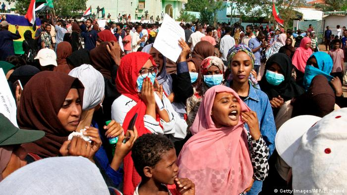Unruhen im Sudan | Demonstration (Getty Images/AFP/E. Hamid)