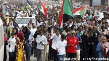 (190801) -- KHARTOUM, Aug. 1, 2019 () -- Sudanese people take part in a demonstration in Khartoum, Sudan, on Aug. 1, 2019. Five people were killed and dozens of others injured during a shooting attack in El Obeid city on July 29. The incident sparked a wave of anger and widespread protests across Sudanese cities. (Photo by Mohamed Khidir/) |