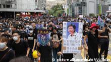 Hongkong Anti-Regierungsproteste - Schild mit der Aufschrift 'Carrie Lam von der Geschichte verurteilt'
