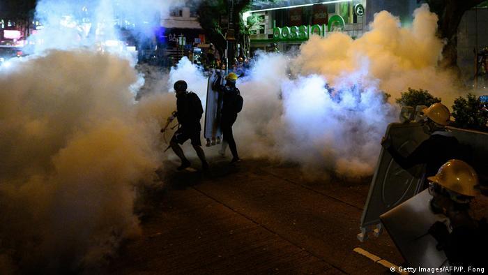 示威者游击式抗争 香港多处爆警民冲突