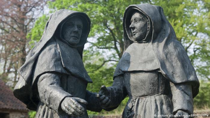Статуи бегинок в Дисте, Бельгия
