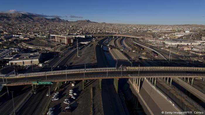 A road over the barely noticable border between Ciudad Juarez and El Paso