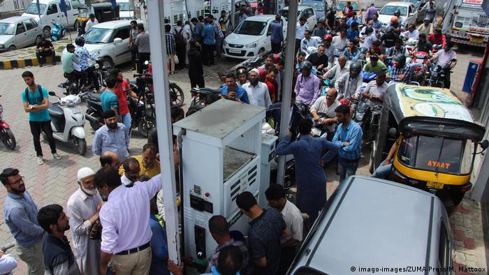 Люди залишають Кашмір після попередження влади про можливі атаки з боку Пакистану