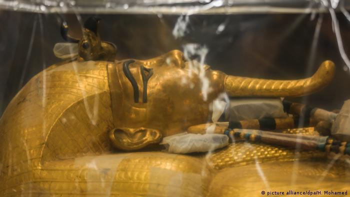 Ägypten Archäologie l Sarkophag von König Tutanchamun (picture alliance/dpa/H. Mohamed)