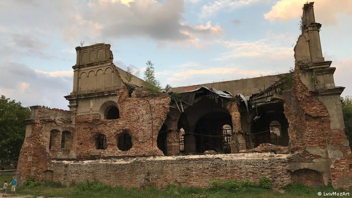 The ruins of Brody's synagogue (LvivMozArt)