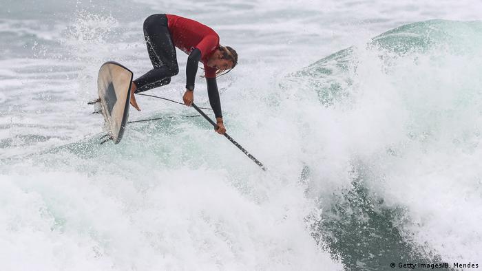 Plaža Punta Rocas je od glavnog grada Perua udaljena 60 kilometara. Ova plaža je najpoznatije mjesto za surfere iz cijelog svijeta. Ovih dana su se na plaži Punta Rocas okupili najbolji surferi među kojima je i Amerikanac Daniel Hughes (na slici) kako bi svoje majstorije predstavili na Pan Am Gamesu. Okupili su se i kako bi vježbali za veći zadatak: od sljedeće godine je na Olimpijadi u Tokiju surfanje olimpijska disciplina.