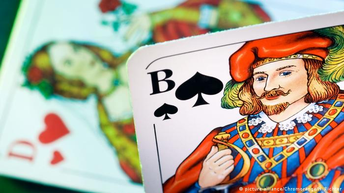 Kartenspiel: Pikbube und Herzdame (picture-alliance/Chromorange/H. Richter)