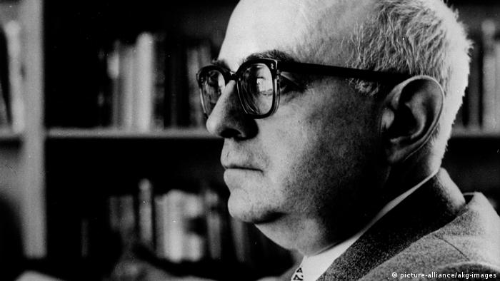 Deutschland Theodor W. Adorno 1960 (picture-alliance/akg-images)