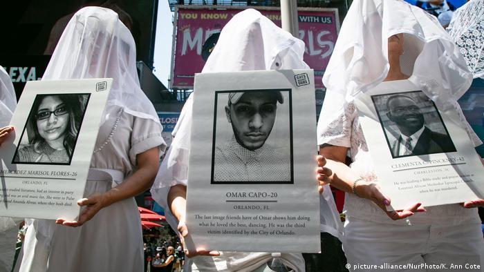 Luto em Nova York pelas vítimas e ira contra supremacistas brancos, após tiroteio de El Paso